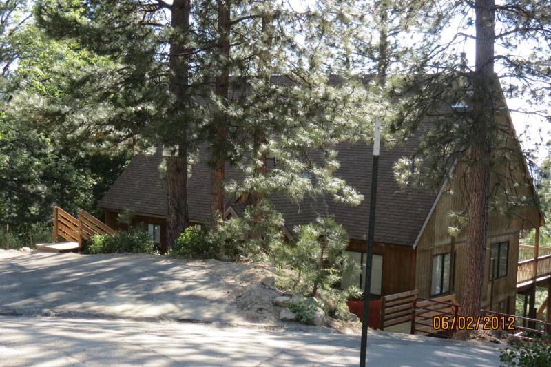Front of main cabin - Inside Yosemite Nationa Park - Cozy Cub - Yosemite National Park - rentals