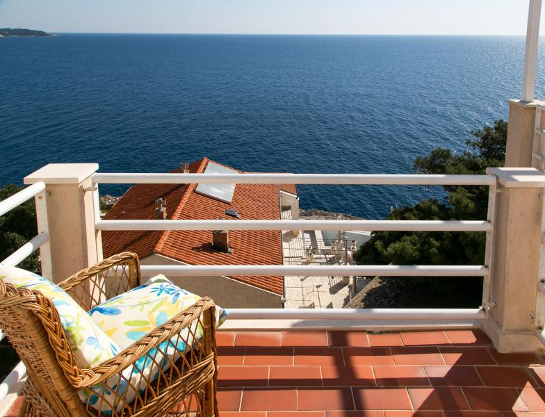 One bedroom apt,near Bellevue beach - Image 1 - Dubrovnik - rentals