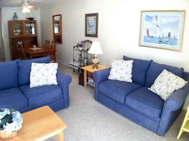 Living Area - Ocean Edge Townhouse (sleeps 6) with King Bed  & Straight Staircase - BI0548 - Brewster - rentals