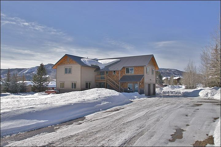 Exterior View - Nice Large Yard, Plenty of Parking! - Upscale Property, Ideal for 2 Couples  - Beautifully Renovated Throughout (3508) - Steamboat Springs - rentals