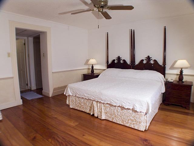 Master Bedroom - 2-br watervu apt-Seawind onthe Bay,Montego Bay,Jam - Montego Bay - rentals