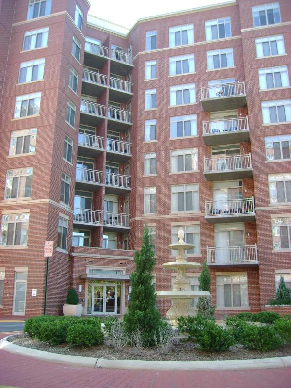 Buinding entrance - 4490 Market Commons Dr VA 22033 Furnished 1-6 mos - Fairfax - rentals