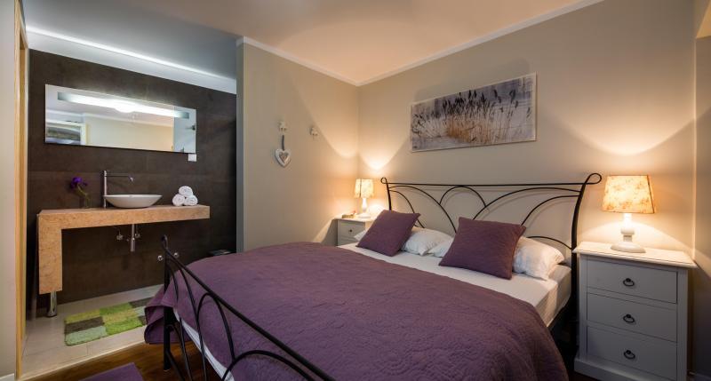 Master Bedroom - Dalmatian Stone House Beautifully Renovated - Island Hvar - rentals