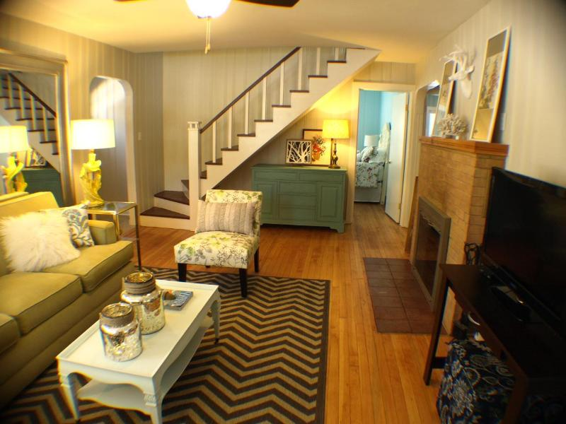 Living Room with fireplace, TV, dvd player and wifi - aqua Claddagh Cottage FALL $250/NT HOT TUB - Union Pier - rentals