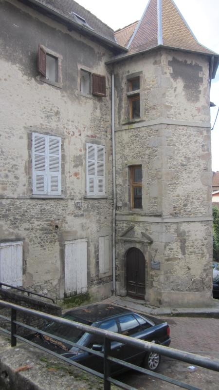 Tower entrance with date 1606 above door - Beautiful apartment in French Citadel dated 1606 - La Tour-du-Pin - rentals