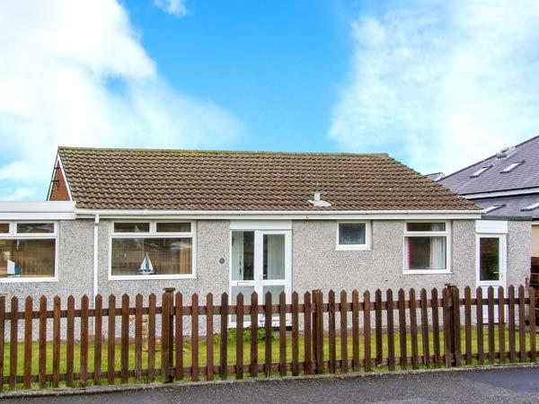SEAGULLS, single-storey pet-friendly cottage by beach, close shops, Fairbourne Ref 27262 - Image 1 - Fairbourne - rentals