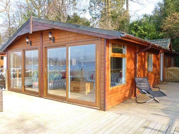 LODGE ON THE LAKE, beautiful lakeside position, en-suite, on-site facilities, superb lodge in Bowness, Ref. 31127 - Image 1 - Bowness-on-Windermere - rentals