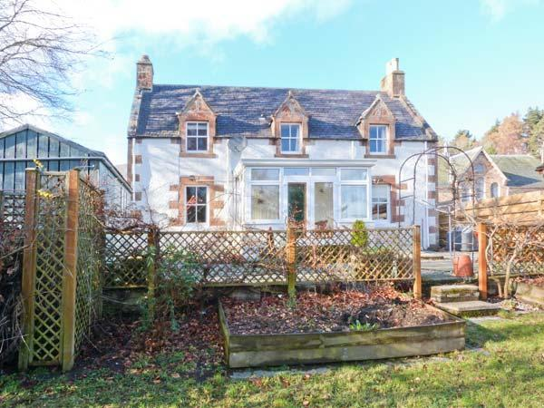 HILL COTTAGE, traditional stone cottage, conservatory, woodburning stove, WiFi, in Evanton, Ref 903895 - Image 1 - Evanton - rentals