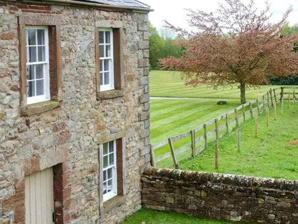 PARK HOUSE COTTAGE, detached, Grade II listed property, open fire, en-suites, enclosed garden, near Penrith, Ref 903907 - Image 1 - Ousby - rentals