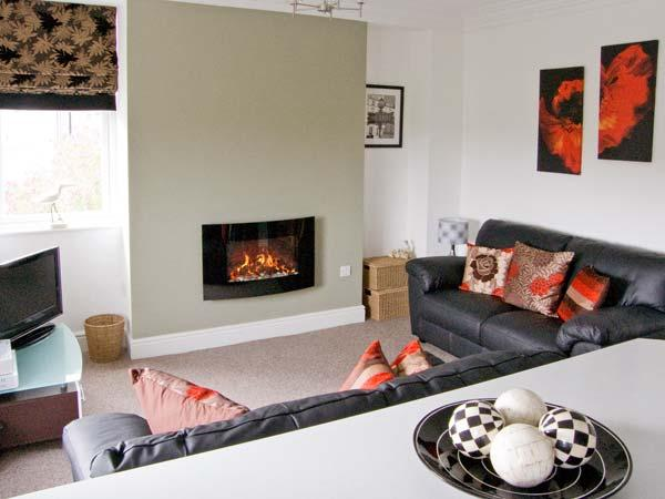 DUKESBURY, family friendly, luxury holiday cottage, with a garden in Grange-Over-Sands, Ref 903934 - Image 1 - Grange-over-Sands - rentals
