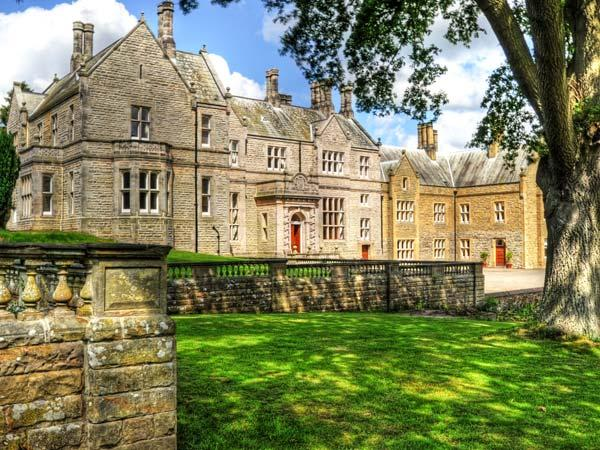 THE HALL, luxury stately home in stunning grounds, open fires, games room, en-suites, near Belford, Ref 903958 - Image 1 - Belford - rentals