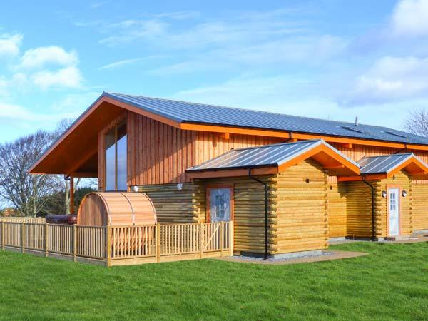 ATLAS, quality accommodation with hot tub, sauna barrel, views, eco heating, Cawdor, Inverness Ref 904501 - Image 1 - Dalcross - rentals