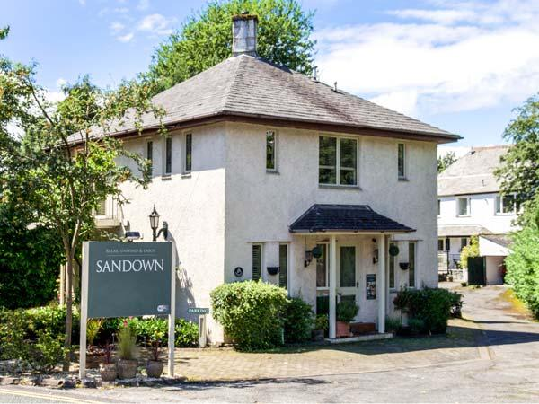 SANDOWN, detached pet-friendly house near lake and amenities in Bowness Ref 904555 - Image 1 - Bowness-on-Windermere - rentals