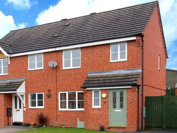 10 FRIARS FIELD, town centre cottage, cosy accommodation, great touring base, garden, in Ludlow, Ref 904586 - Image 1 - Ludlow - rentals
