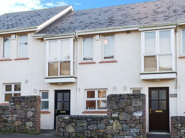 9 SHEPHERD'S WALK, cosy pet-friendly cottage close to beach, patio, near shops in Duncannon Ref 904629 - Image 1 - Duncannon - rentals