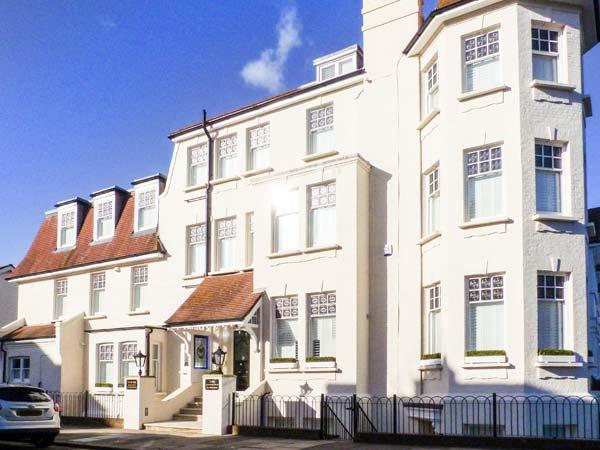 TOWER APARTMENT NO. 3, ground floor apartment, central location near amenities and beach, in Southend-on-Sea, Ref 904972 - Image 1 - Southend-on-Sea - rentals