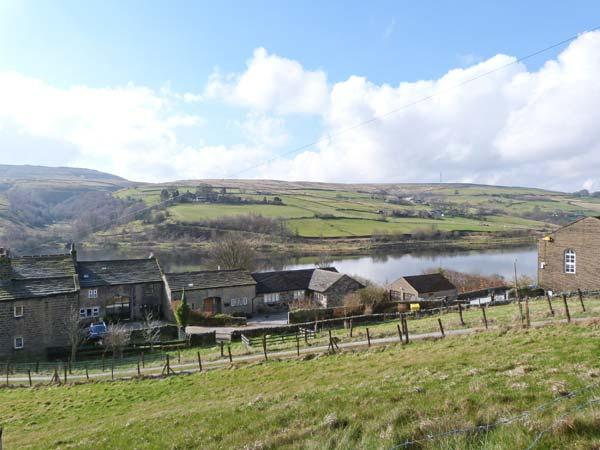 RESERVOIR VIEW, WiFi, pet-friendly, superb end-terrace cottage in Oxenhope, Ref. 905125 - Image 1 - Oxenhope - rentals