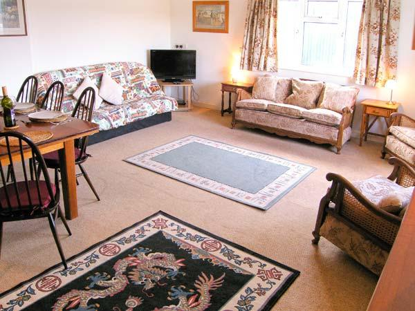 KNOWLES, pet-friendly, en-suite facilities, wonderful touring base, comfortable cottage near Lyme Regis, Ref. 905488 - Image 1 - Uplyme - rentals