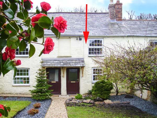 VERNON'S RETREAT, mid-terrace cottage, exposed beams, multi-fuel stove, ideal base for exploring Cornwall, in Lanivet, Ref 905846 - Image 1 - Lanivet - rentals