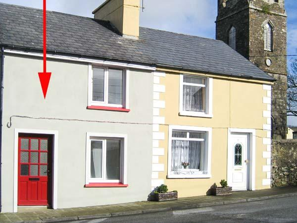 TIG MAI, terraced cottage with woodburner, patio, close to amenities, in Milltown, Ref 905879 - Image 1 - Milltown - rentals