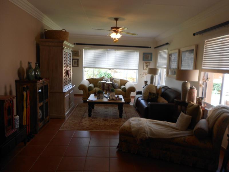 Lounge - Daisy Cottage - Pretoria - rentals