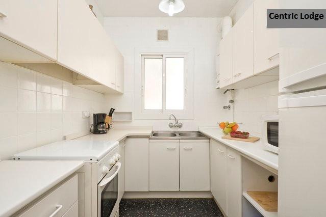 Cozy apartment with terrace near Sagrada Familia - Image 1 - Barcelona - rentals