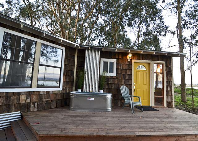 Private deck with soaking tub - Mid Century Beach House * Oyster Beach - Eureka - rentals