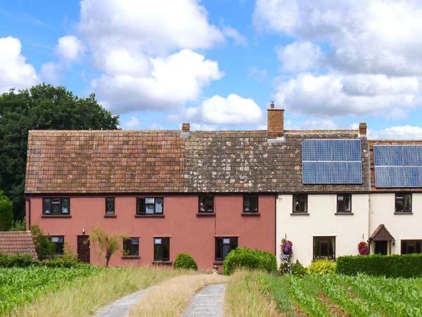 LITTLE DIXIE, quaint old farm cottage annexe, off road parking, private patio, near Bridgwater, Ref 27357 - Image 1 - Goathurst - rentals