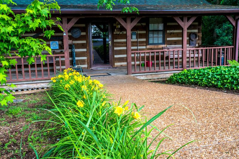 KyLakeLogHome Front Porch - Ky Lake Log Home - Aurora - rentals