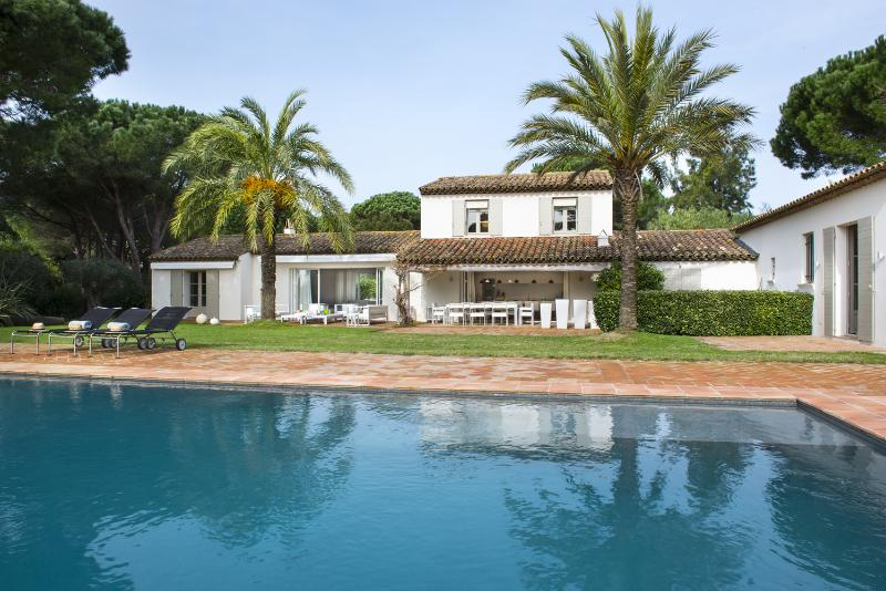 Aesthetic Villa, St-Tropez, 6 bedrooms, 12 people - Image 1 - Saint-Tropez - rentals