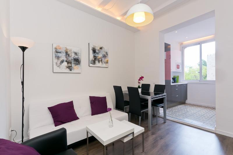 livingroom - Sweet Apartment By The Side Of La Rambla - Barcelona - rentals
