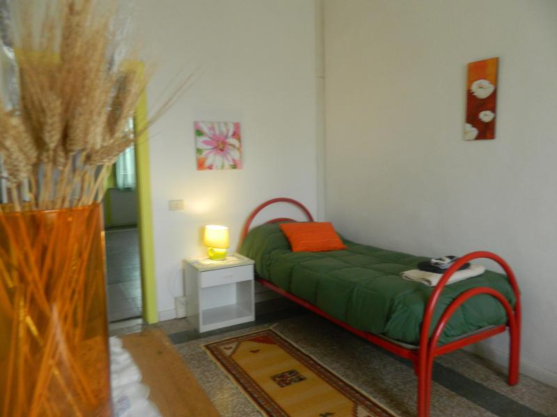 the single bedroom - Montanelli Airport Apartment - Pisa - rentals