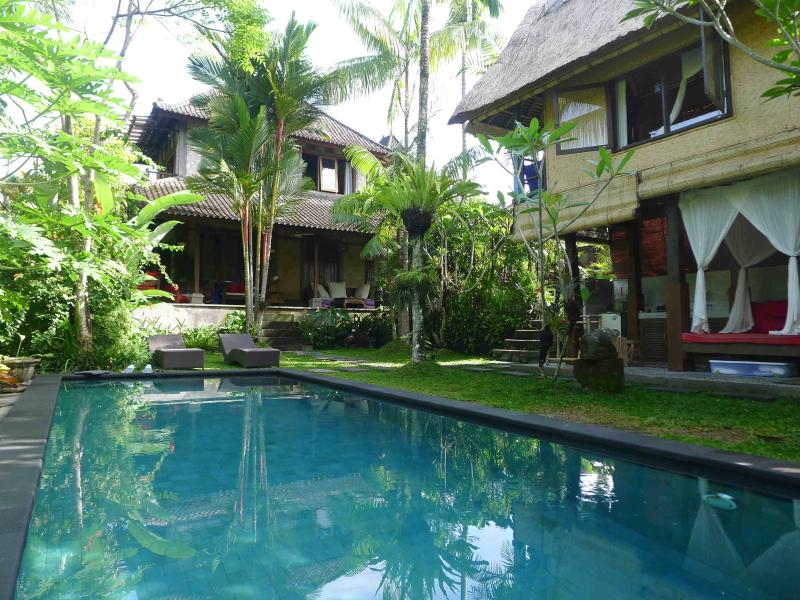 Main villa in center background, on right is guesthouse w garden bathroom, salt water 3x9meter pool - Lush garden w salt pool,A.C.,7 minutes to Ubud, 50% construction discount - Ubud - rentals