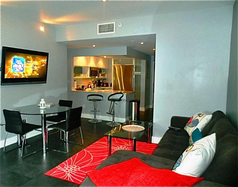 Living Room - South of Fifth 1-BD Ocean View Suite-Gorgeous Views! - Miami Beach - rentals