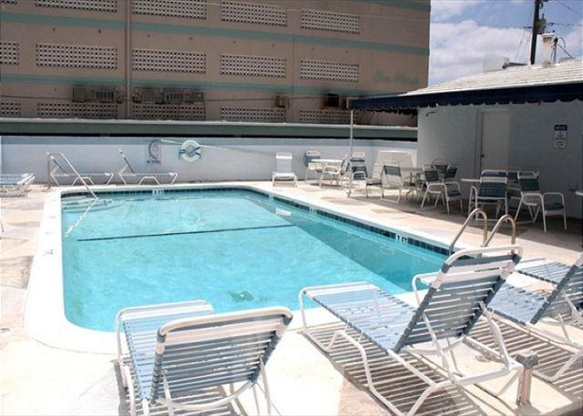 Shared heated pool - Charming 3/2 for 10 Heated Pool 1/2 Block to Beach 303 - Hollywood - rentals