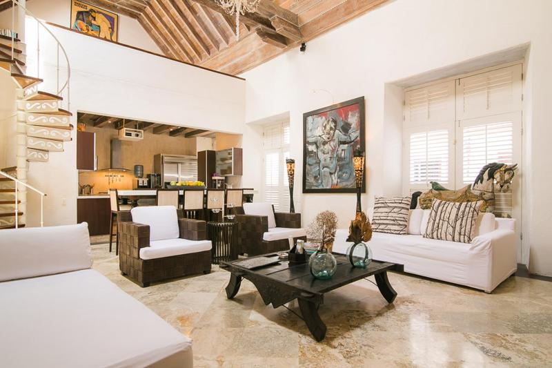 Bright 5 Bedroom Home in Old Town - Image 1 - Cartagena - rentals