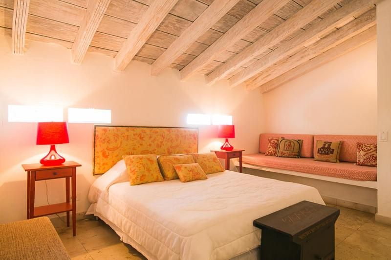 Awesome 1 Bedroom Home in the Heart of Old Town - Image 1 - Cartagena - rentals