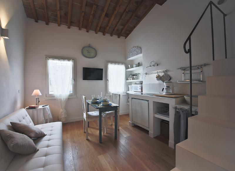 Tranquil 2 Bedroom Apartment in Florence - Image 1 - Florence - rentals
