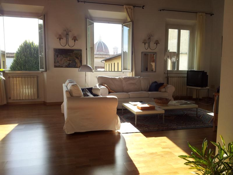 the large panoramic bright living room - Beautiful Large Apartment Bellavista - Florence - rentals