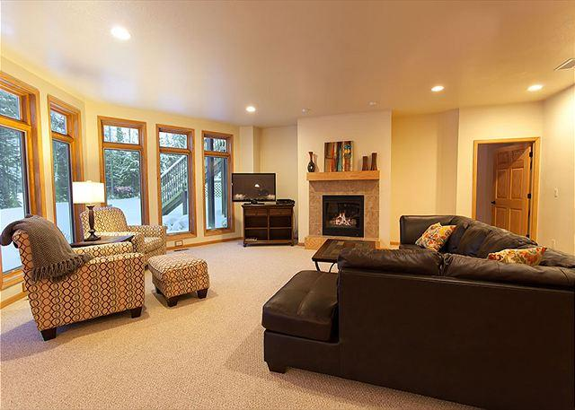 Living Room - The Copperwood Condominiums 2+ Bedroom Private Vacation Rental Condominium - Eagle River - rentals
