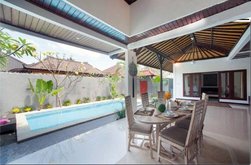 Large open space with pool - Villa Dewi Sri 2 rooms + Pool Seminyak Bali - Seminyak - rentals