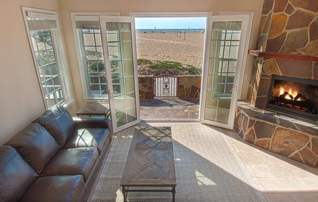 Photo showing view to the beach from the living room area - 408 A East Oceanfront- Lower 4 Bedroom 3.5 Baths - Newport Beach - rentals