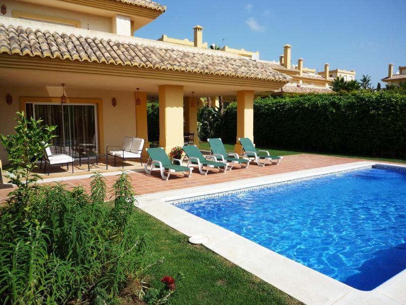 Pool & Garden - Luxury Villa on San Roque Golf Club, Sotogrande, Costa Del Sol, Spain - Alcaidesa - rentals
