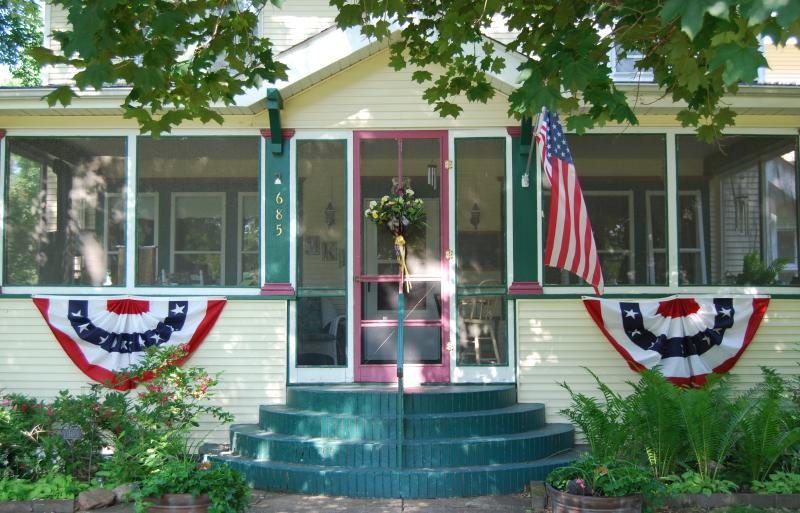 Front Entry and Screened Porch - Beautifully appointed 1914 Bed and Breakfast - Rush City - rentals