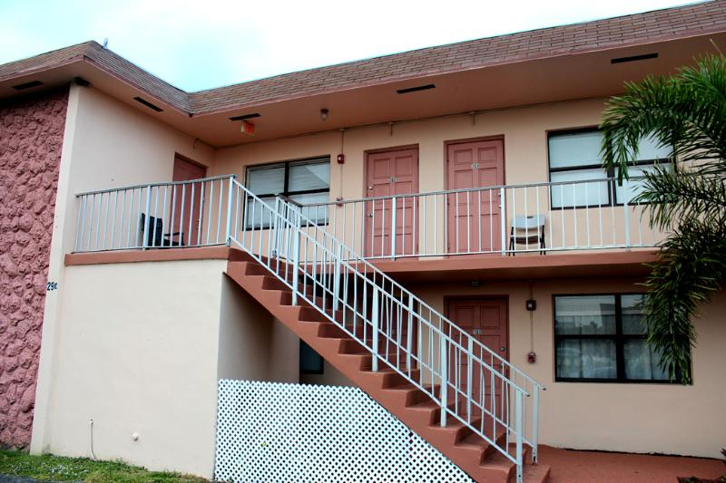 Mary Pop Apartments 2Bedrooms 1 Bath - MARY POP APARTMENTS SLEEP UP TO 6 - Dania Beach - rentals