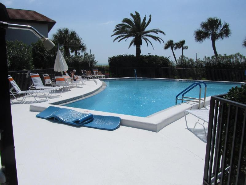 The pool - Oceanfront 3 bedroom Condo on Longboat Key - Longboat Key - rentals