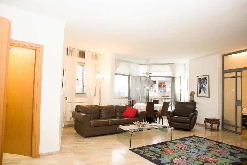 Raanana Nice 3 bedrooms & 3 bathrooms  comfortable family #46 - Image 1 - Ra'anana - rentals