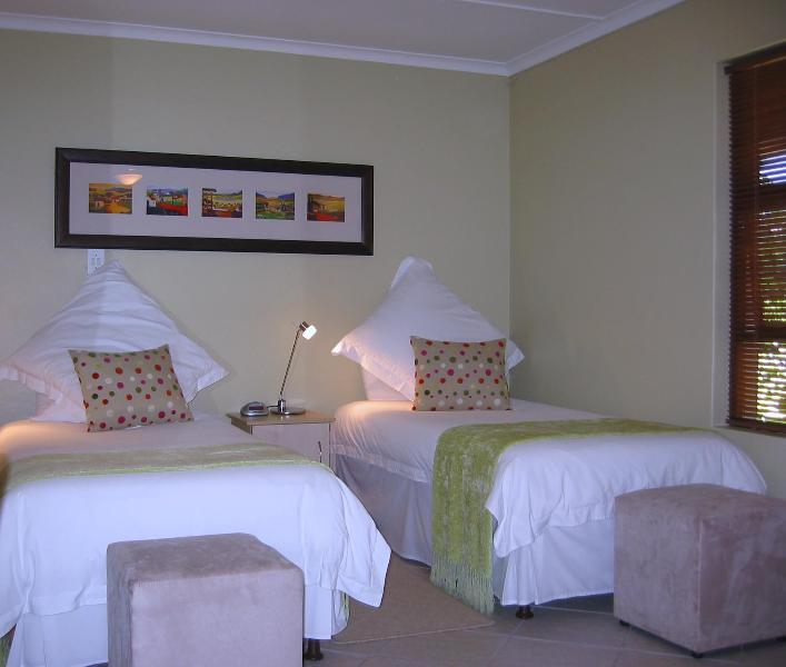 Luxury bedroom with two single beds or one king size bed - Luxury private Maisonette to rent in Stellenbosch Cape Winelands - Stellenbosch - rentals