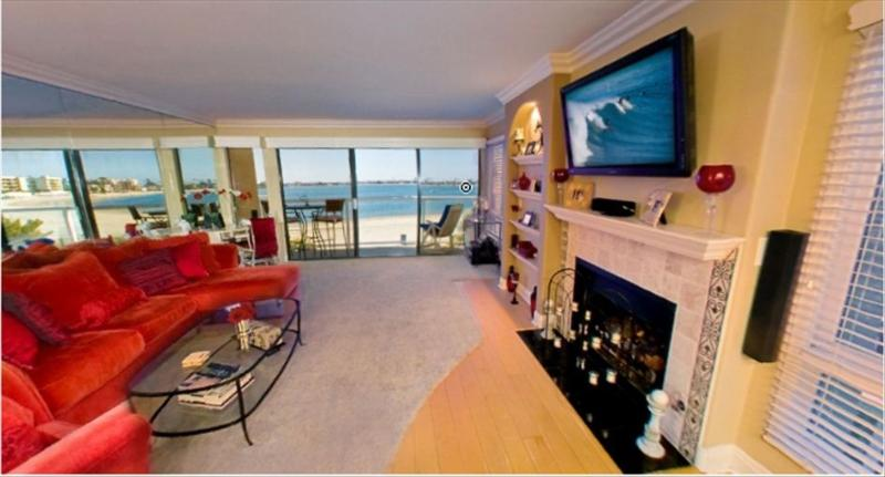 Beautiful Bayfront Condo - Image 1 - Pacific Beach - rentals