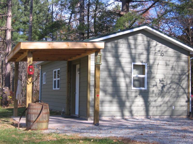 Exterior entrance - Cozy Cabin - Brevard - rentals